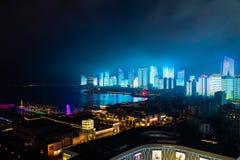 Июнь 2018 - Qingdao, Китай - новое lightshow горизонта Qingdao созданное для саммита SCO стоковые изображения rf
