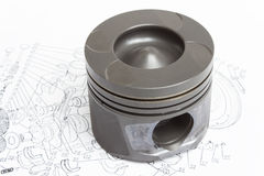 4 идентичных поршеня на белой предпосылке запасной двигатель внутреннего сгорания Стоковые Изображения