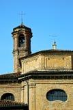 И день колокола башни церков солнечный Стоковое Изображение