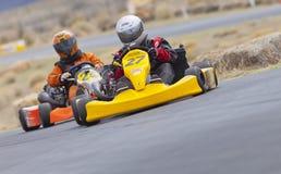 Идет гонщик #27 и #24 Kart Стоковая Фотография RF