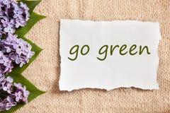 Идет зеленая концепция на предпосылке старого стиля красивой Стоковое Изображение
