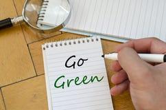 Идет зеленая концепция на тетради Стоковые Изображения