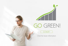 Идет зеленая концепция Eco природных ресурсов консервации стоковые фото