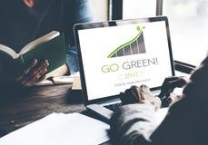 Идет зеленая концепция Eco природных ресурсов консервации стоковые изображения