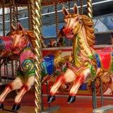 идет круг лошадей веселый Стоковое Изображение