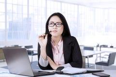 Идея женского предпринимателя думая Стоковые Фотографии RF