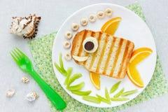 Идея искусства еды - зажаренный сандвич сформировал рыб Стоковое фото RF