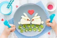 Идея искусства еды для смешных детей завтракает или романтичный завтрак для Стоковая Фотография RF