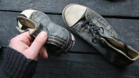 Идея путешествием, бирка и ботинки тапки акции видеоматериалы