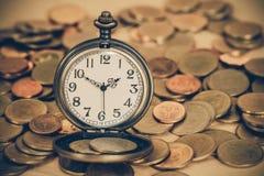 Идея, часы и монетки концепции денег дела Стоковое Изображение