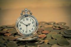 Идея, часы и монетки концепции денег дела Стоковые Изображения RF