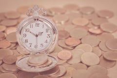 Идея, часы и монетки концепции денег дела Стоковые Фото