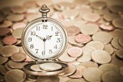 Идея, часы и монетки концепции денег дела Стоковое Фото