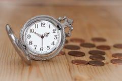 Идея, часы и монетки концепции денег Стоковая Фотография