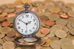 Идея, часы и монетки концепции дела Стоковое фото RF
