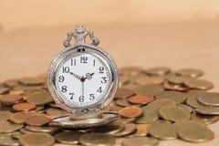 Идея, часы и монетки концепции дела Стоковые Изображения RF