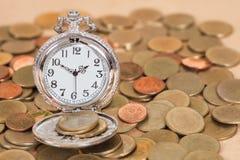 Идея, часы и монетки концепции дела Стоковые Фотографии RF