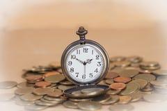 Идея, часы и монетки концепции дела Стоковые Фото