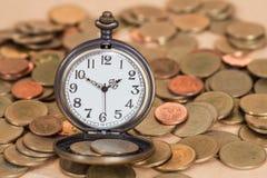 Идея, часы и монетки концепции дела Стоковое Изображение RF
