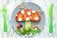 Идея для детей - смешное съестное sandwi искусства еды гриба пластинчатого гриба мухы Стоковая Фотография RF