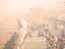 Идите дождь падение с defocused светом города Стоковые Фото