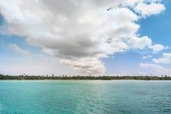 Идилличная карибская береговая линия Стоковое Изображение RF