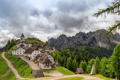 Идилличное горное село Стоковое Изображение