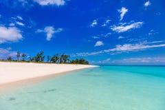 Идилличный пляж на Вест-Инди Стоковое Изображение RF