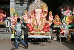 Идолы Ganesh для сбывания во время индусское festval Стоковое Изображение