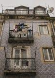 И старое здание, Лиссабон, Португалия Стоковые Фото