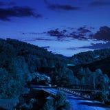 Идти к throug природы мост на ноче Стоковые Изображения RF