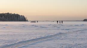 Идти на замороженное озеро Стоковые Изображения