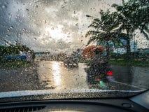Идти дождь вниз на стекле Стоковая Фотография RF