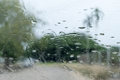 Идти дождь падения на стекле Стоковая Фотография RF