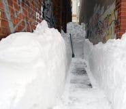 Идти снег в переулке стоковые фотографии rf