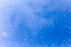 Идти снег на голубом небе Стоковые Фотографии RF