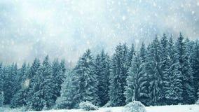 Идти снег на деревьях Зима в горах