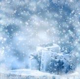 Идти снег хобота подарков зимы обернутый предпосылкой деревянный Стоковая Фотография