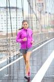 Идущая женщина jogging в Нью-Йорке Стоковые Изображения