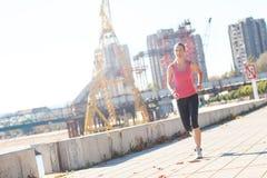 идущие детеныши женщины Стоковая Фотография RF