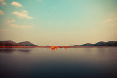 идущий дальше по потоку сплоток поплавка Стоковые Фото