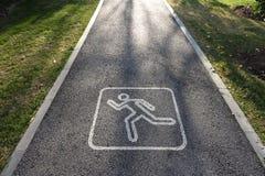Идущий знак трассы Стоковое фото RF