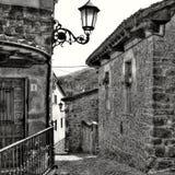 Идущ улицы Potes (Кантабрии, Испании) Стоковые Изображения RF