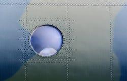 Иллюминатор на борту военного самолета Стоковая Фотография RF