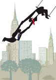 Бизнесмены на trapeze highwire Стоковые Фото