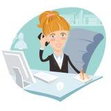 Иллюстрация женщины офиса сидя на его работая столе с пэ-аш Стоковые Фото