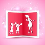 Малыши давая подарок к матери Стоковое Изображение RF
