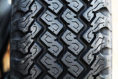 иллюстрация предпосылки 3d над белизной колеса резиновой автошины Стоковое Изображение RF