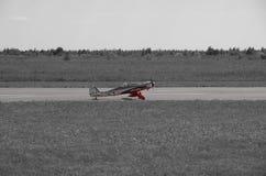 иллюстрация черноты самолета воздушных судн 3d изолировала взлётно-посадочная дорожку посадки Стоковые Фотографии RF