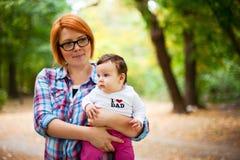 Идя младенец в парке Стоковое Изображение